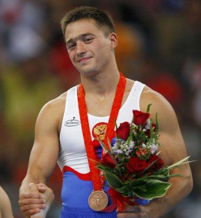 Антон Голоцуцков выиграл серебро чемпионата мира в опорном прыжке