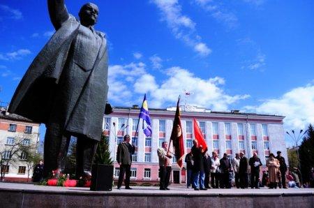 Первомай, субботники, демонстрации и труд...