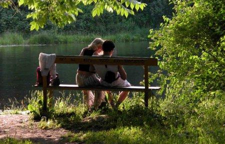 """Жители Томска смогут провести """"Ночь в музее"""" на скамейке для поцелуев"""