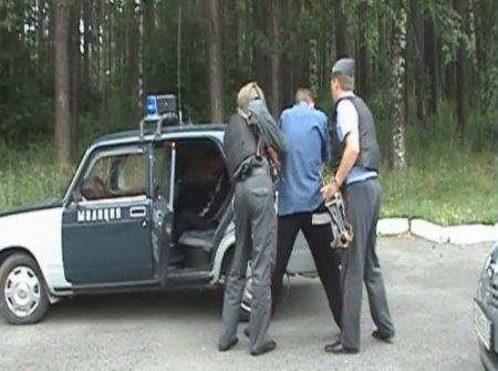 В Северске подвыпившие мужчины стреляли из ружья с балкона