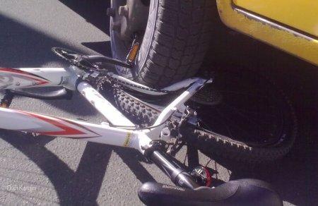 Под колеса автобуса попал велосипедист