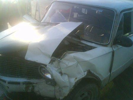 15-летний подросток, управляя автомобилем, врезался в КПП