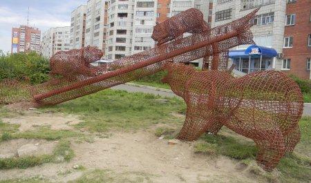 Новая скульптурная композиция вместо старых деревянных мишек