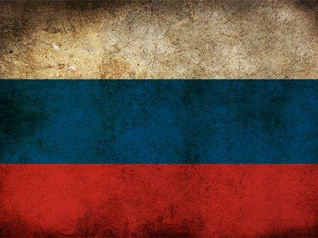Он-лайн приемная администрации. Флаг РФ перед зданием ТОРЦа