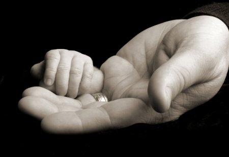 Житель поселка Самусь придавил во сне двухмесячного сына