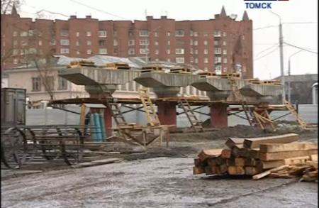 Начались работы по строительству второго уровня дороги на развязке у четвертой поликлиники.