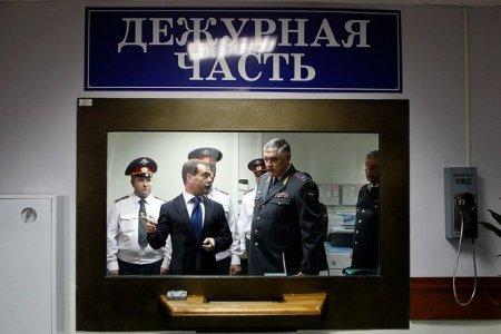 Медведев проверил работу полиции