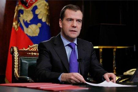 Медведев призвал россиян сделать выбор