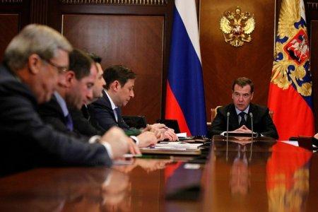 Медведев предсказал жаркую осень