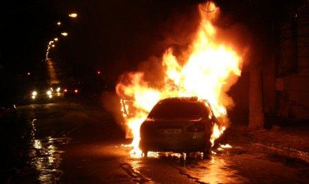 """Мужчина поджег машину из-за """"личной неприязни"""" к женщине, которая не уступила ему дорогу"""