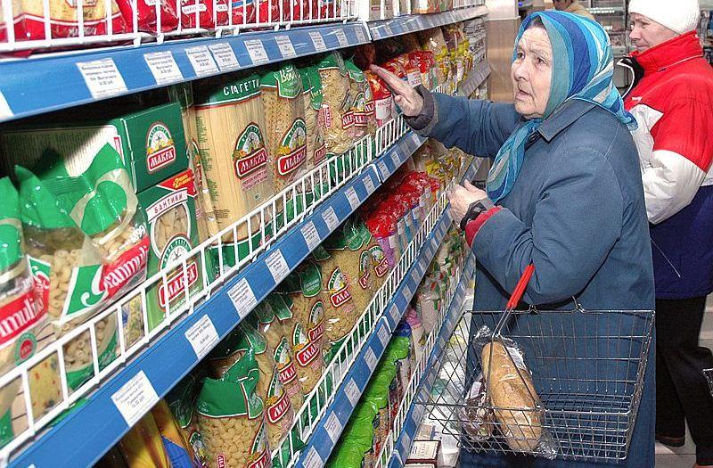 Малообеспеченные жители Северска получили скидку в 7% на основные продукты питания