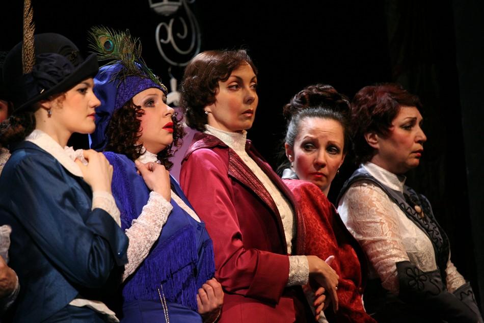 23 февраля на сцене северского театра выступят 8 очаровательных дам
