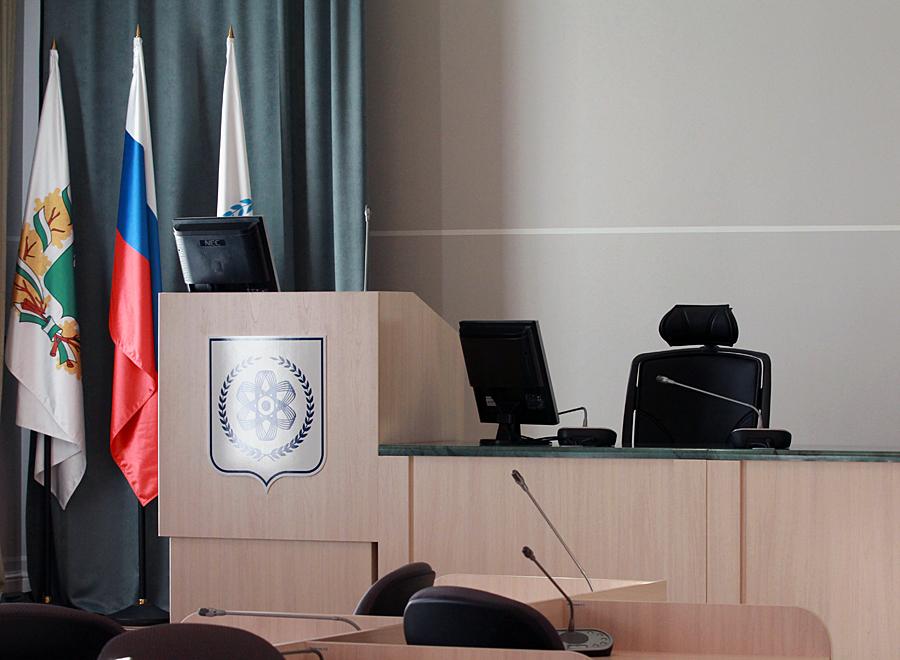 Депутаты обсудили судьбу здания бывшего театра «Наш мир» и перспективы строительства на территории ДОКа