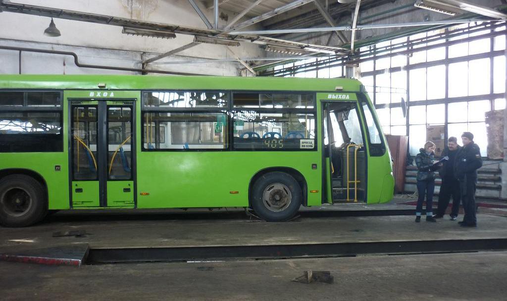 Судебные приставы наложили арест на северские автобусы
