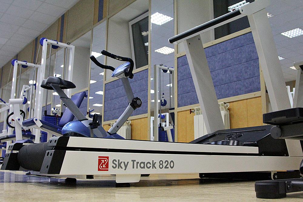 Новая беговая дорожка в тренажерном зале Триумф