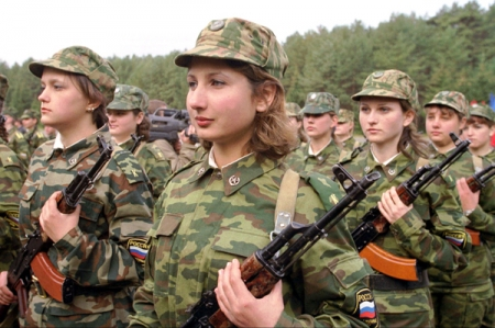 Женщины-военные с неженским характером