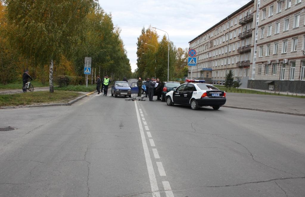 Два поврежденных автомобиля и один пострадавший велосипедист