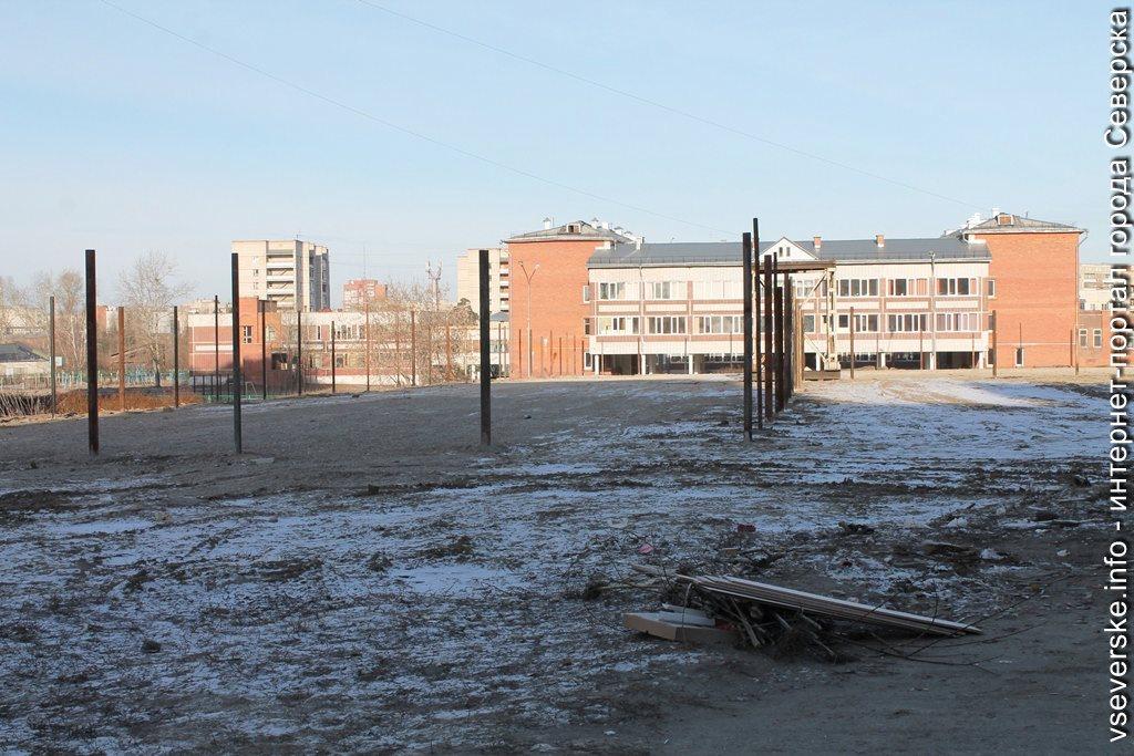 Территория возле 198 школы!