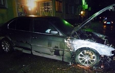 Неизвестные подожгли BMW
