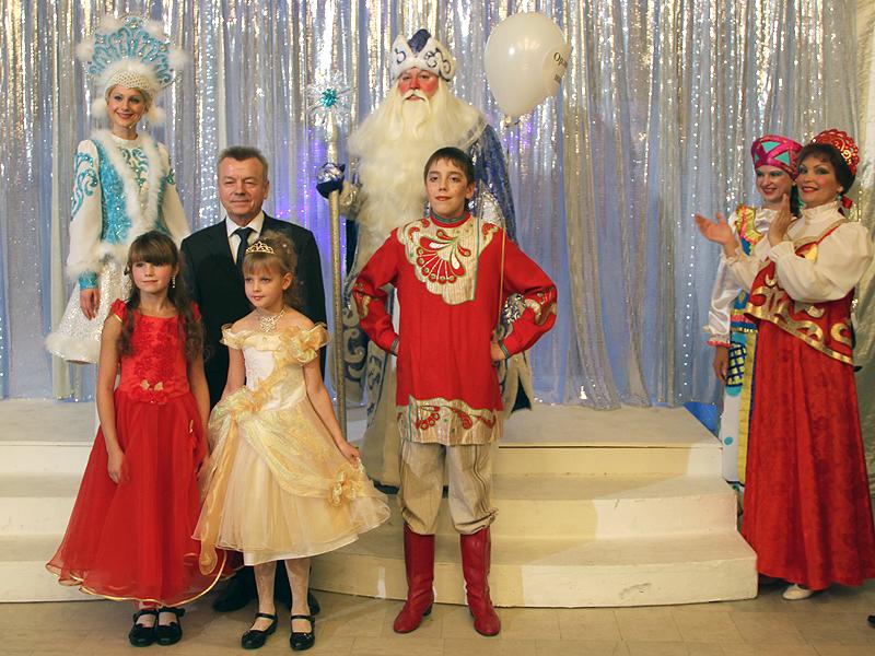 Григория Шамина на детской елке объявили «главным волшебником города»