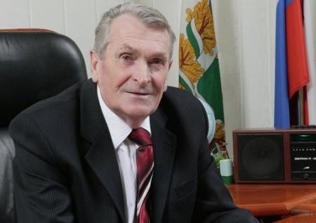 Сотни людей простились с экс-мэром Северска Николаем Кузьменко