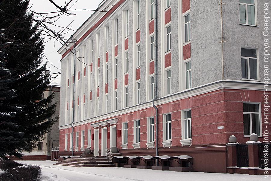 На сессии Думы депутаты уделили внимание уборке территории, автостоянке возле войсковой части и реконструкции бывшего кинотеатра