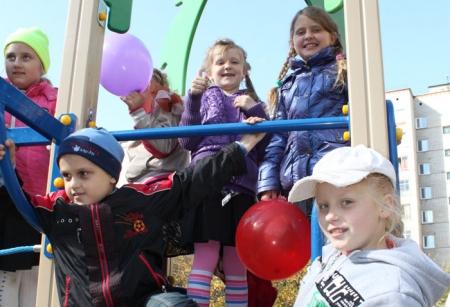 Детские площадки под контролем депутатов