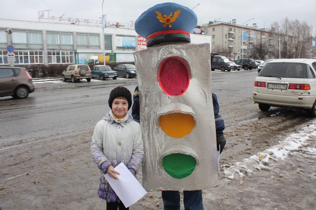«Светофор» помогал переходить дорогу пешеходам