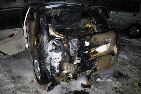 Пытаясь потушить свой автомобиль, северчанин получил ожоги рук