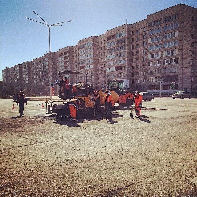 Первые дорожники ремонтирующие в этом году дороги