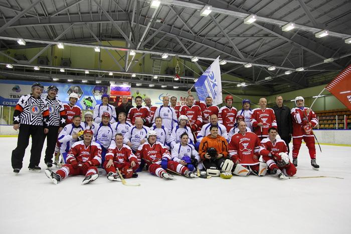 Спортивные команды СХК и ЭХЗ разыграли Кубок дружбы