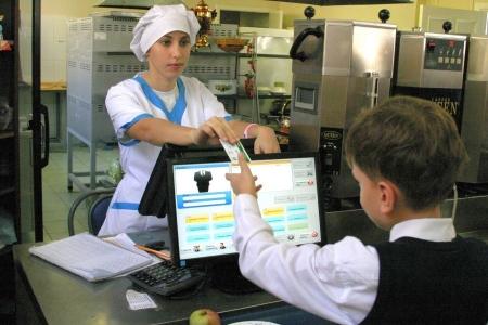 Северчанин не согласен с системой безналичной оплаты питания в школах