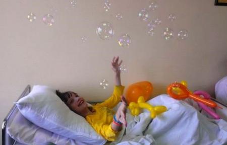 «Клоуны-докторы» скрасили больничные будни детей