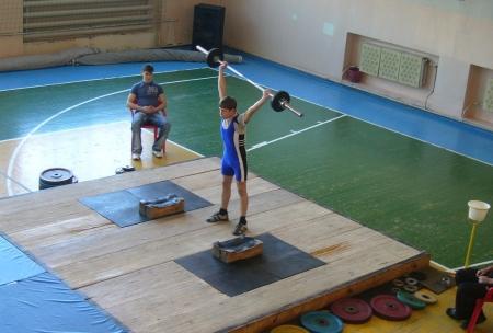 Успехи юных тяжелоатлетов на городском турнире