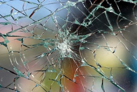 Северчанин разбил окна в квартире собутыльника