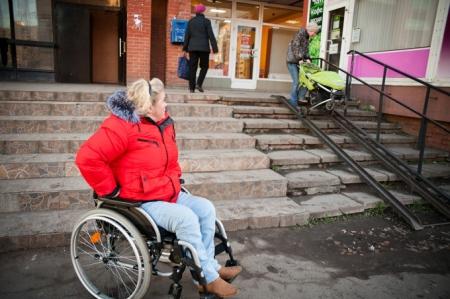 Инвалиду отказали в замене тесной коляски