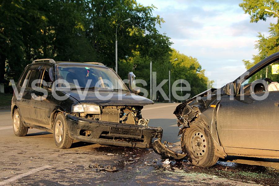 Водитель иномарки совершил наезд на автомобиль с тремя детьми и попытался скрыться с места ДТП