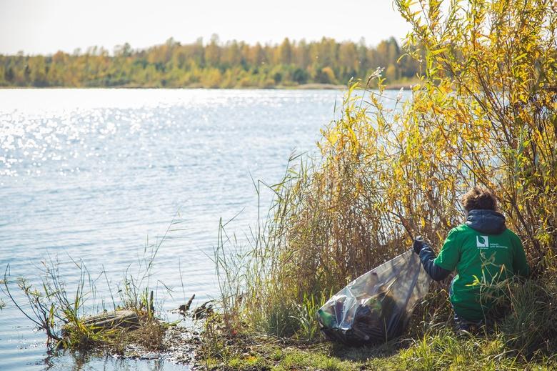 Волонтеры навели порядок на Нефтехимовском озере