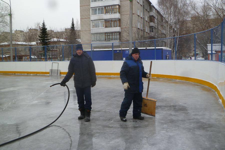 Первый уличный лёд