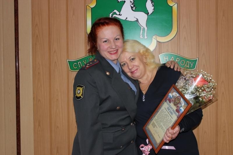 Сотрудники полиции поздравили с Днем матери своих близких