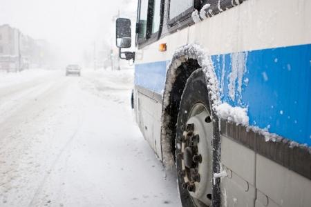 Сотрудники ГИБДД не дали замерзнуть в заглохшем из-за мороза автобусе