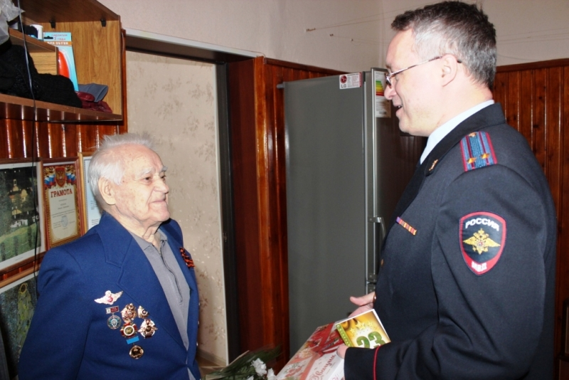 Сотрудники полиции поздравили пенсионеров ОВД, ветеранов войны и тружеников тыла