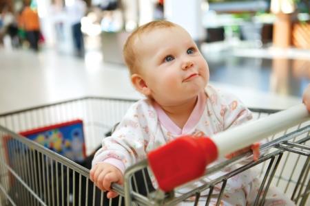 Он-лайн приемная администрации. Дети в продуктовых тележках – это нормально?
