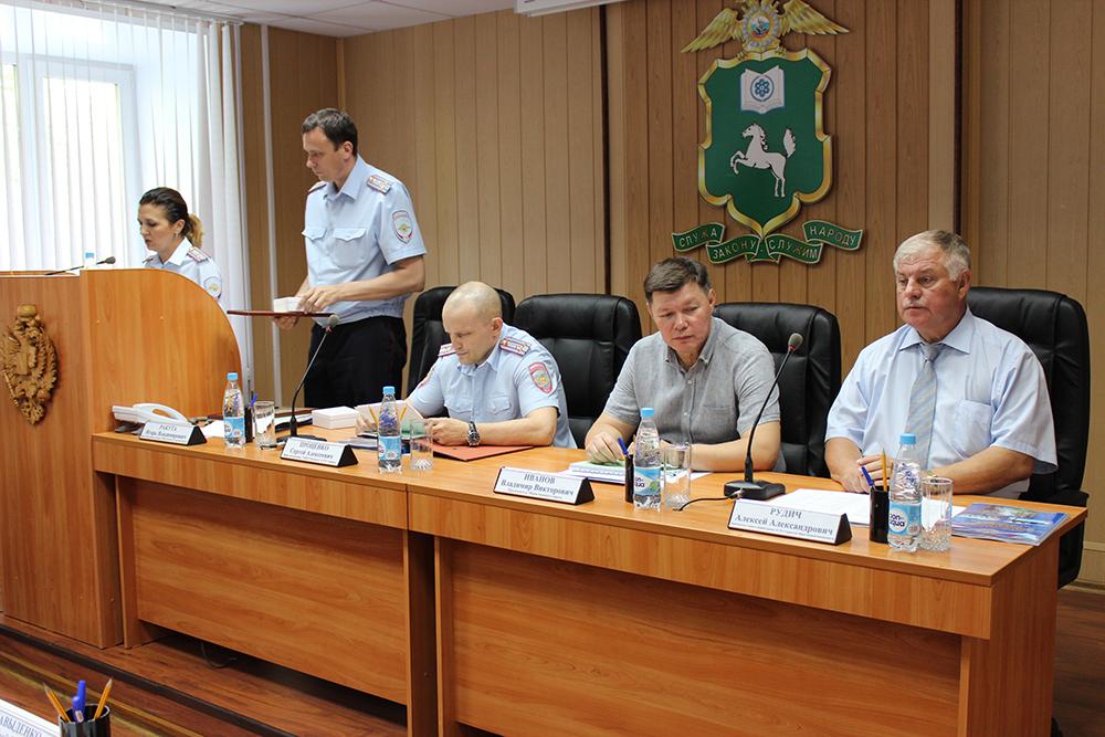 В УМВД России по ЗАТО Северск подведены итоги работы за 6 месяцев 2015 года