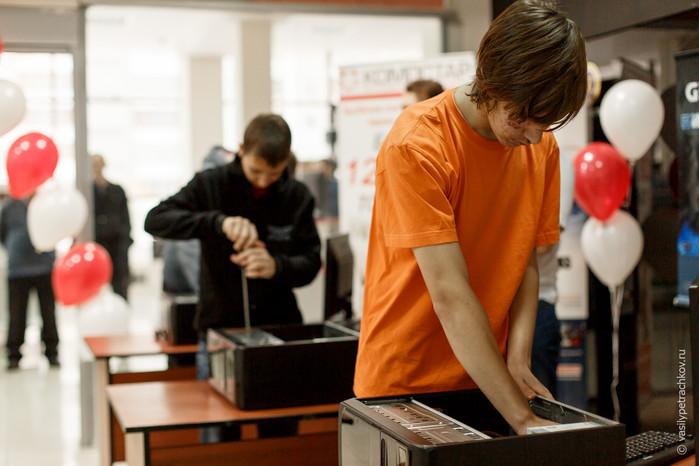 Школьники посоревновались в скоростной сборке компьютеров