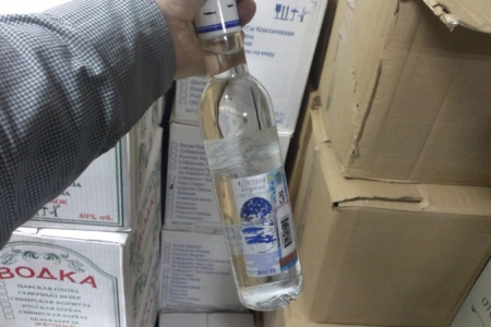 Полицейские задержали подозреваемых в изготовлении и продаже поддельного алкоголя