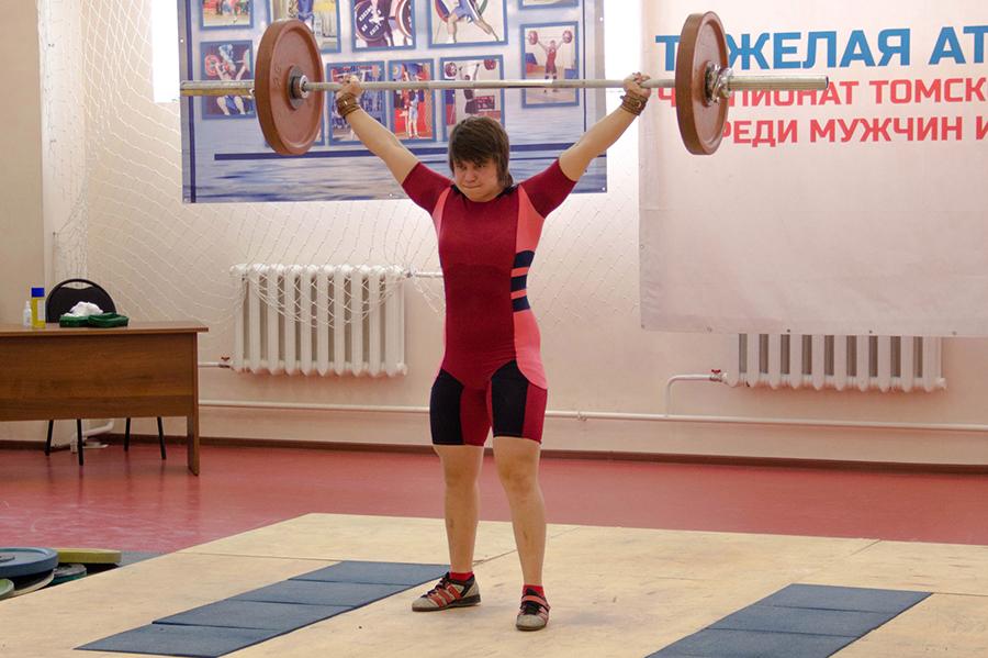 Юлия Лебедева стала абсолютной чемпионкой Томской области по тяжелой атлетике