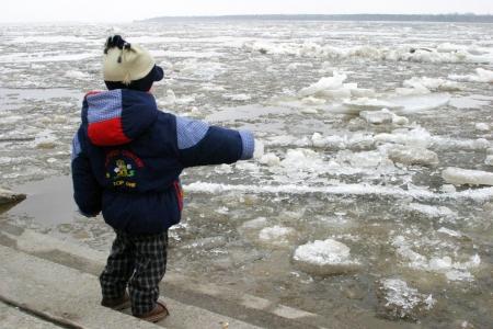С 1 апреля детям ограничат выход к реке через КПП