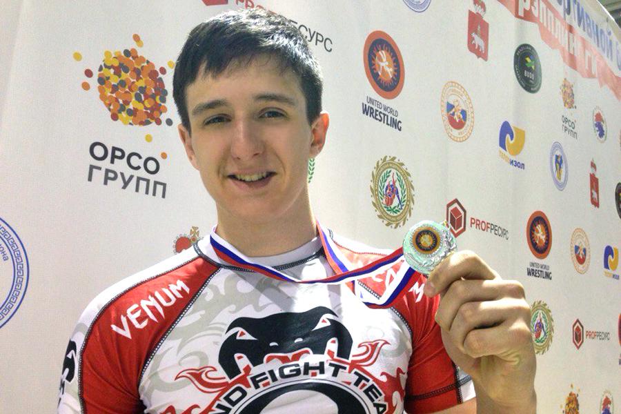 Северчанин Эдуард Гильман стал серебряным призером Первенства России по спортивной борьбе грэпплинг