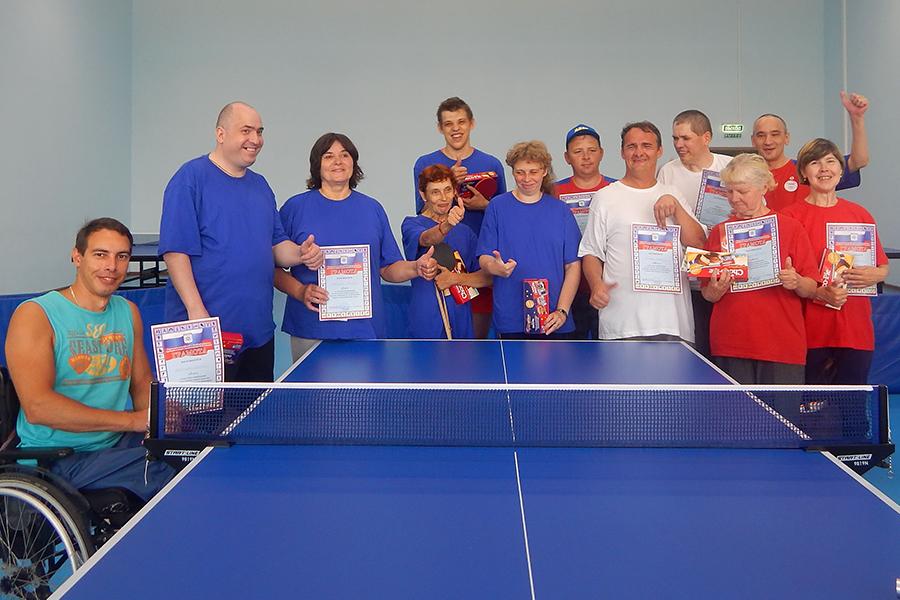 Инвалиды сыграли в настольный теннис